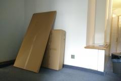 Wie viele Schritte notwenig sind, um aus diesen Kartons ...